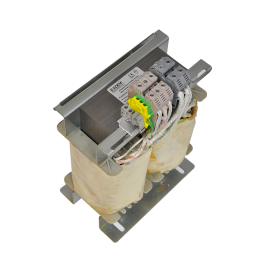 Single phase transformers with insulation colomns